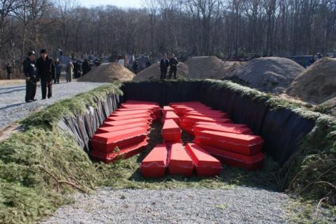 Фотография 2010 года. Источник: http://primamedia.ru/news/03.11.2010/139014/esche-odna-bratskaya-mogila-poyavilas-vo-vladivostoke.html