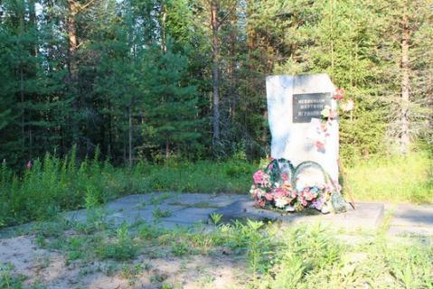 Фотография 2013 года. Источник: http://wikimapia.org/14240069/ru/Памятник-Невинным-жертвам-Ягринлага